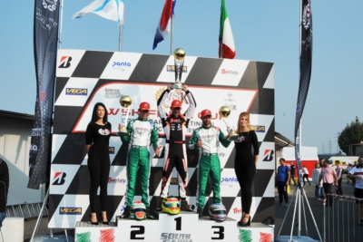 THE SOUTH GARDA KARTING OF LONATO (BS) CELEBRATES THE WINNERS OF THE WSK FINAL CUP OPENER: POWELL (JAM – ENERGY-TM 60 MINI), BARNARD (GB – KR-PARILLA OKJ), TRAVISANUTTO (I – KR-PARILLA OK) AND LAMMERS (NL – SODI-TM KZ2).